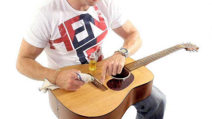 5 Cara Membersihkan Gitar Agar Gitar Tetap Awet